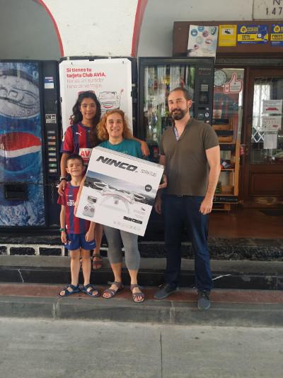 Estacion Servicioa Aitain promoción Club Avia, entrega premio Dron